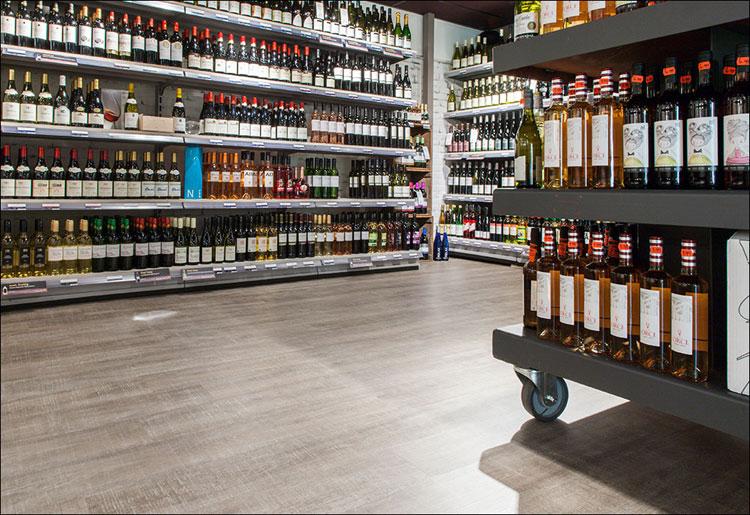 coretec vloer met geplaatste winkelstellingen