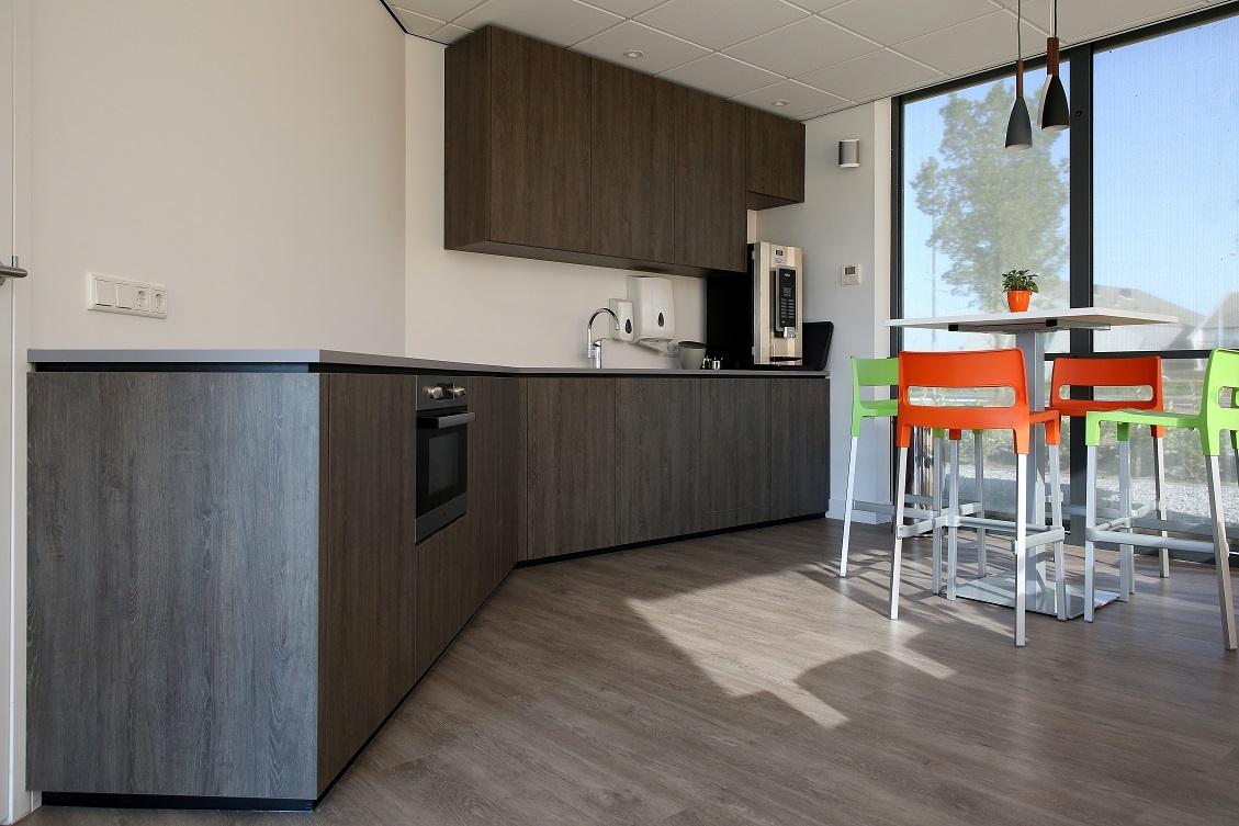 Vt wonen vloer keuken: vt wonen binnenkijken houte vloer grijze muur